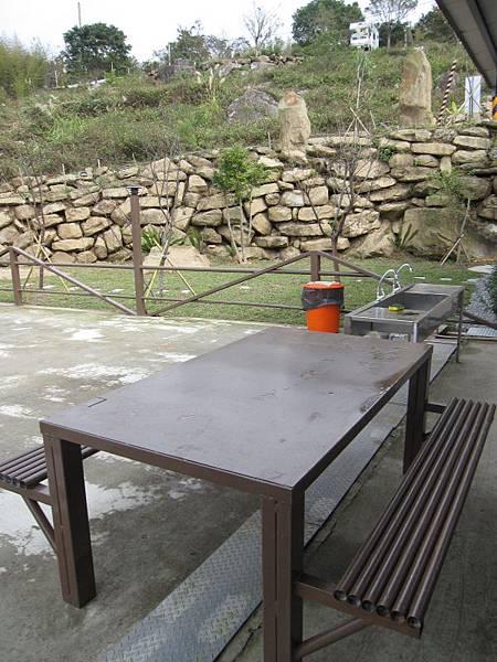 長方鐵桌椅2組.JPG