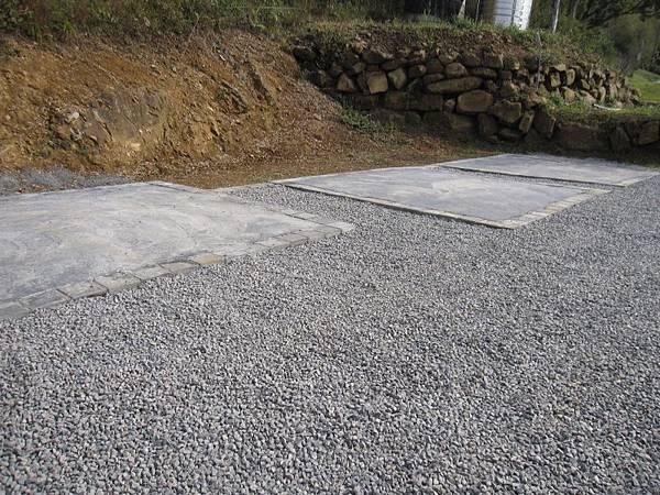水泥營位碎石子營地.JPG