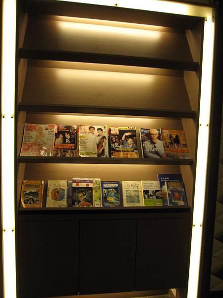 2樓-雜誌.JPG