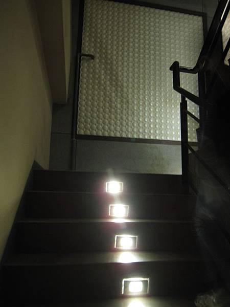 往2樓樓梯.JPG
