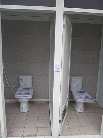 B區新廁所衛浴 (1).JPG