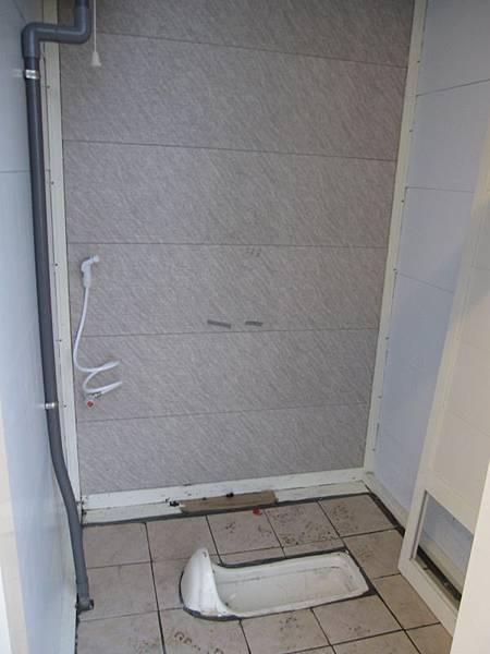 B區新廁所衛浴 (2).JPG