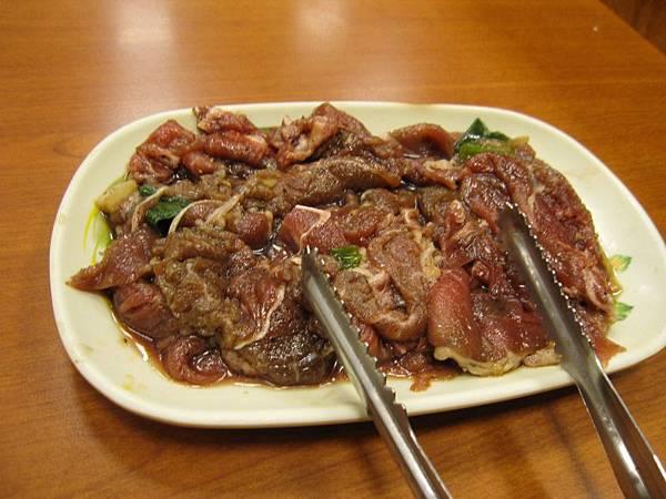 銅盤烤肉-牛肉180.JPG