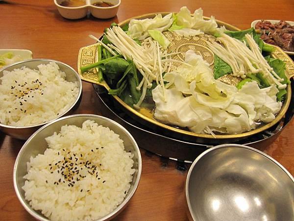 銅盤烤肉-牛肉180 (1).JPG