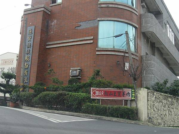 右手邊是松田崗露營區大門.JPG