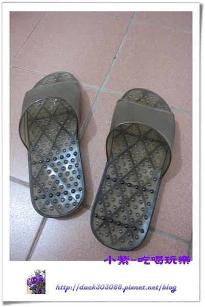 浴室拖鞋.jpg
