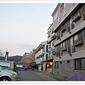 階梯左手邊旅館.jpg
