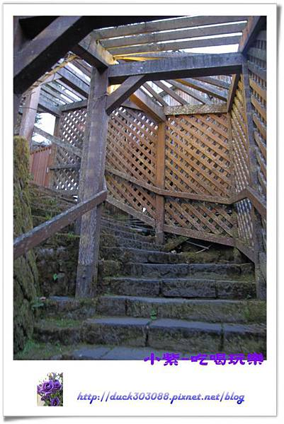 旅館區階梯.jpg
