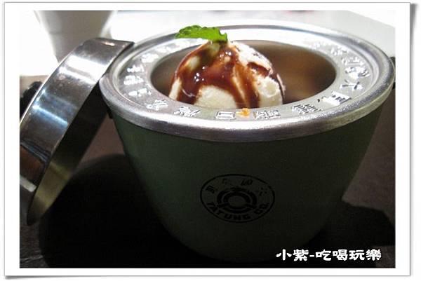 巧克力布朗尼佐香草冰淇淋 (3).jpg