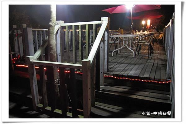 小湖光山舍-夜景.jpg