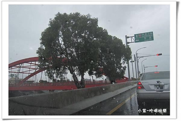 左轉過紅鐵橋(001).jpg