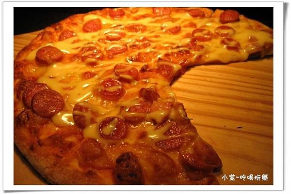 德國香腸披薩.jpg