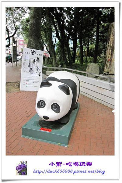 紙貓熊展-地理中心碑 (2).jpg