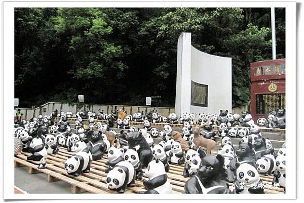 紙貓熊展-地理中心碑 (16).jpg