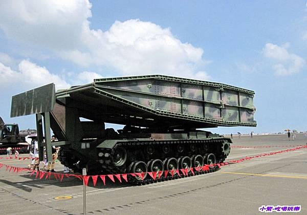 M48A5履帶機動橋.jpg