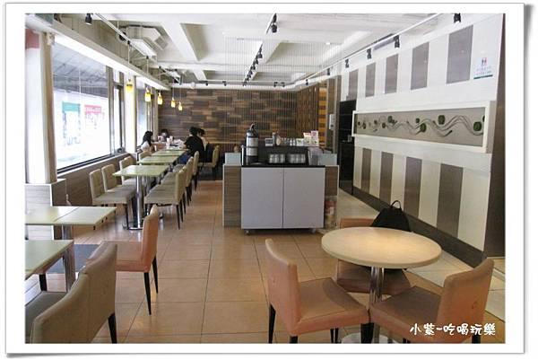 東大丹堤用餐環境.jpg