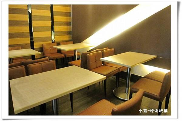 東大丹堤用餐環境 (1).jpg
