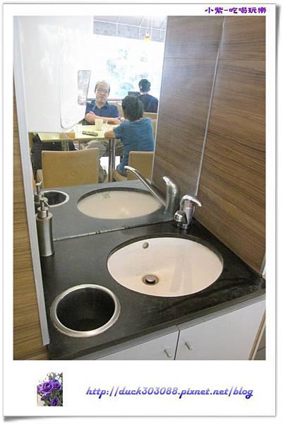 東大丹堤用餐環境 (3).jpg