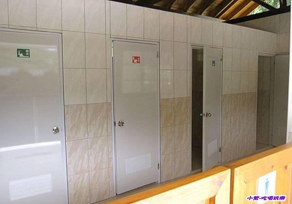 木屋區-男廁.jpg