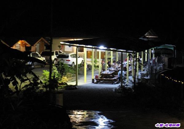 木屋區夜色.jpg