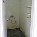 室外淋浴間男女各2間.jpg