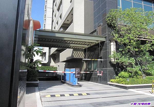 地下停車場 (2).jpg