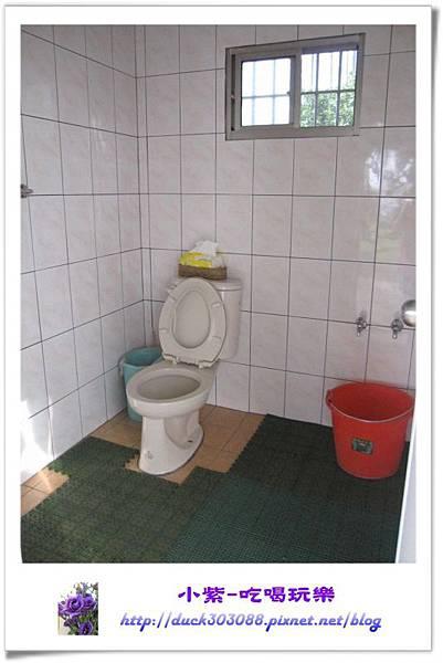 C區旁衛浴1.jpg