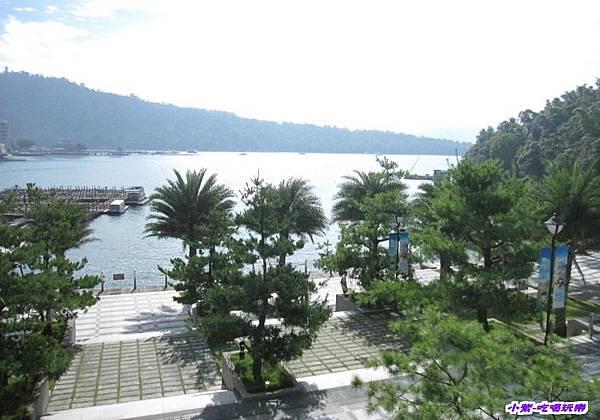 纜車站前湖景.jpg