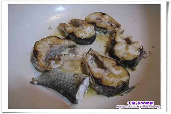 乾煎烏魚至金黃色.jpg