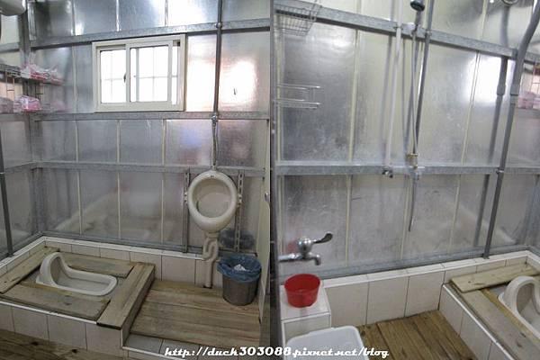 營本部衛浴左右各一間.jpg