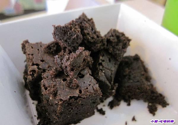 試吃巧克力布朗尼.jpg