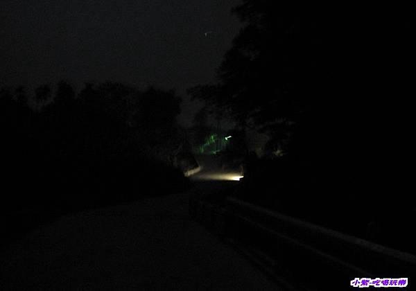 車道夜晚光線.jpg