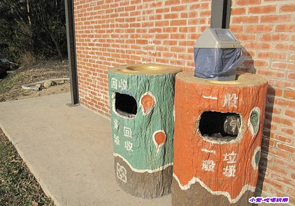廁所前垃圾桶.jpg