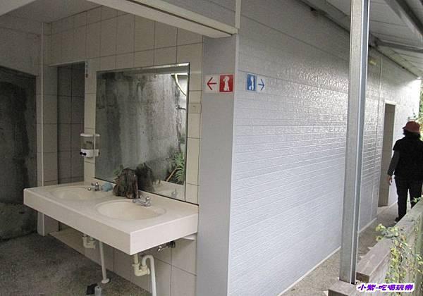 餐廳區衛浴.jpg