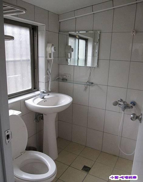 露營區浴廁.jpg