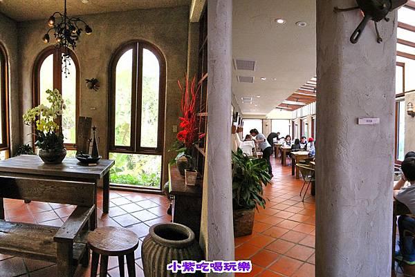 古堡用餐環境.jpg