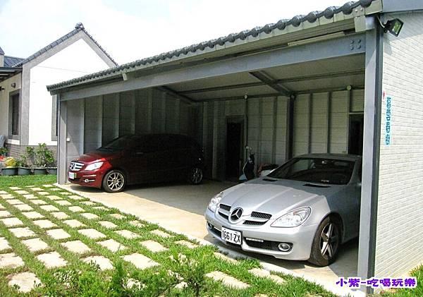 右邊車庫.jpg