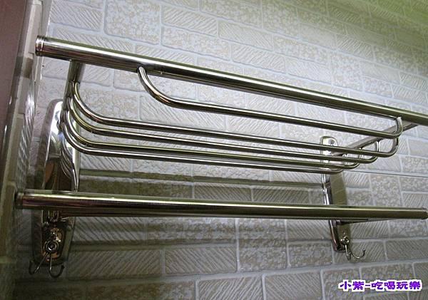 右邊浴室置物架 (1).jpg