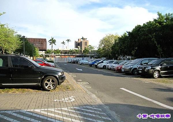 園區內停車場 (1).jpg