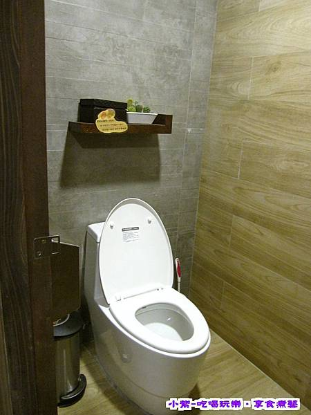 女廁2間.jpg