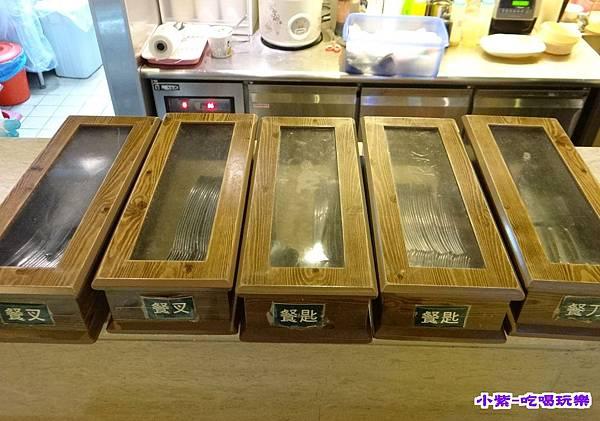 餐具在櫃台.jpg