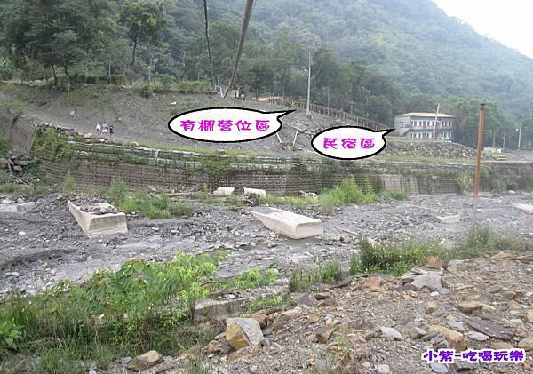 從溪邊往回看營地.jpg