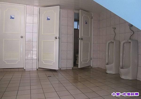 民宿區一樓公共衛浴 (3).jpg