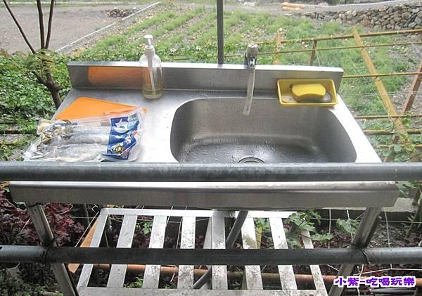 雨棚區洗手台.jpg