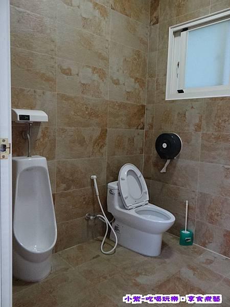 咖啡廳外衛浴 (4).jpg