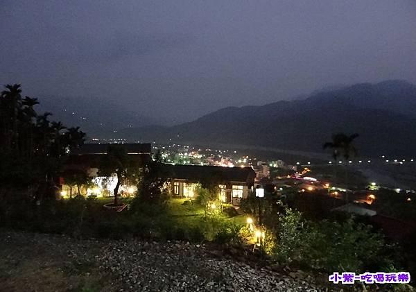 水鄉山岳夜景.jpg