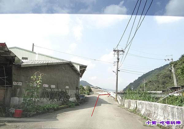 (18)直走到底右轉過橋.jpg