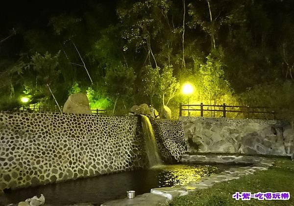 C戲水池夜色.jpg