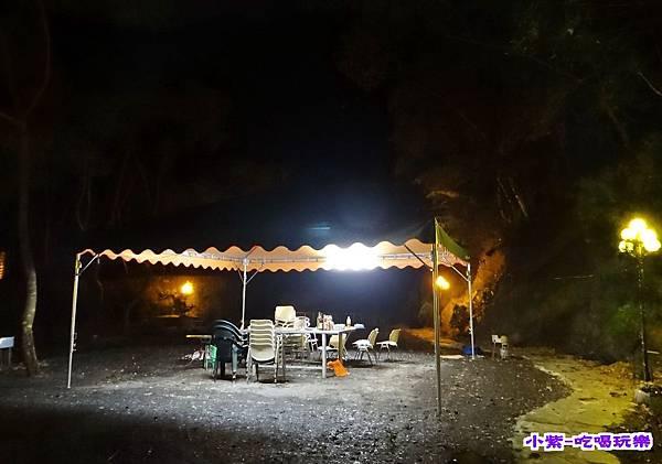 烤肉區夜燈.jpg