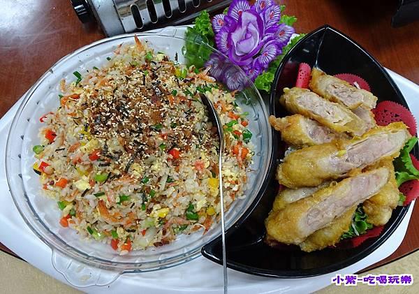 櫻花蝦炒飯拼雞肉捲.jpg